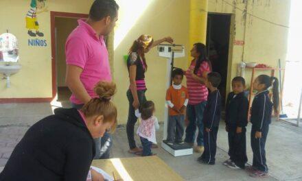 Realizan levantamiento de peso y talla a alumnos de Chietla