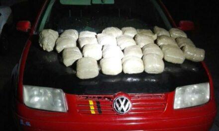 La Policía Estatal detuvo a dos hombres con 26 paquetes de marihuana