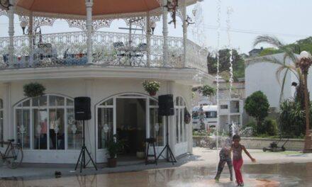 Niños y jóvenes disfrutan las  instalaciones del parque de Chietla
