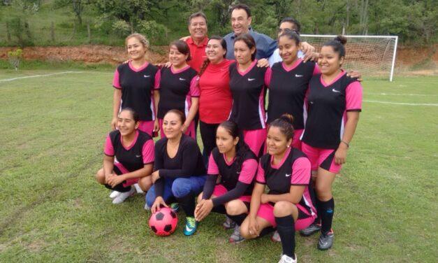 Premian a ganadores de los Juegos Deportivos de la Amistad en Epatlán
