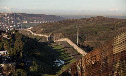 La Cámara de Representantes de EU aprobó mil 600 mdd para construcción de muro