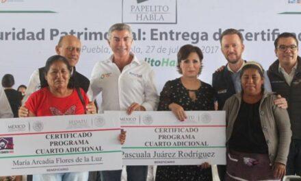 Rosario Robles y Tony Gali brindan certeza jurídica a familias poblanas