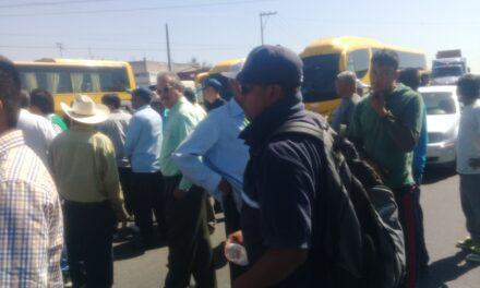 Pobladores de Huaquechula vuelven  a cerrar la carretera Atlixco-Izúcar