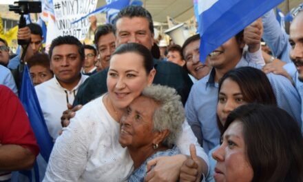 Martha Erika Alonso encabezó  acto en Izúcar
