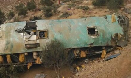 Volcadura de autobús dejó 35 muertos y 17 heridos en Perú