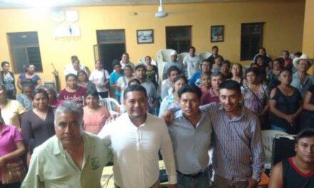 Víctor Reyes se reúne con la estructura priista en Tilapa