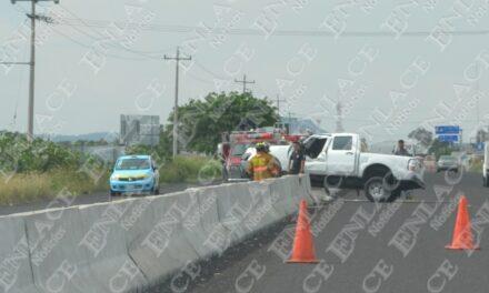 Camioneta se  impactó contra muro de contención; hay  un lesionado