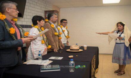 Joven otomí se gradúa con honores en la UNAM