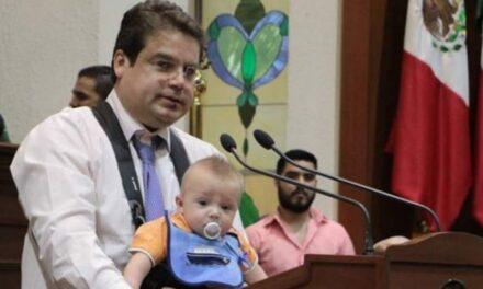 Diputado del PAN sube a tribuna con su bebé y se pronuncia contra el aborto