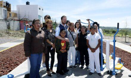 Luis Banck entregó gimnasios al aire libre y juegos infantiles en juntas auxiliares del municipio