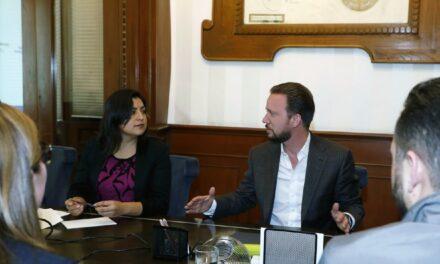 En la quinta mesa de trabajo, Luis Banck y Claudia Rivera abordan temas de infraestructura y movilidad