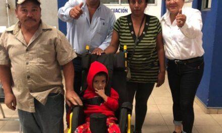 Entregó sillas de ruedas el DIF de Huehuetlán