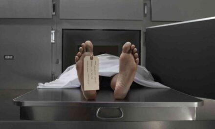 Mujer pierde la vida en volcadura; conductor es hospitalizado