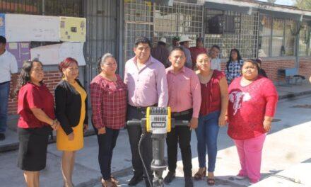 Dio Ciro Gavilán banderazo de inicio a construcción de techado de primaria