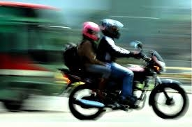 Hurtan moto en San Bernardino