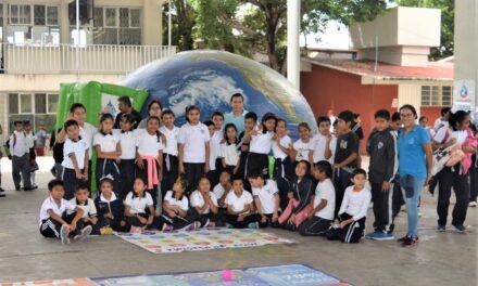 """Exhiben Domo Interactivo en escuelas """"Carmen Serdán"""" y """"Emperador Cuauhtémoc"""""""