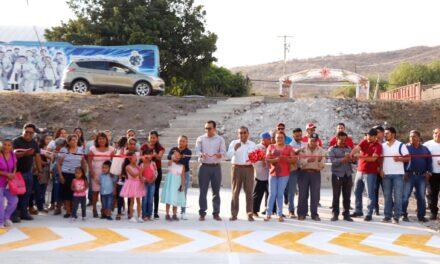 Arreglan calle con concreto hidráulico en La Galarza