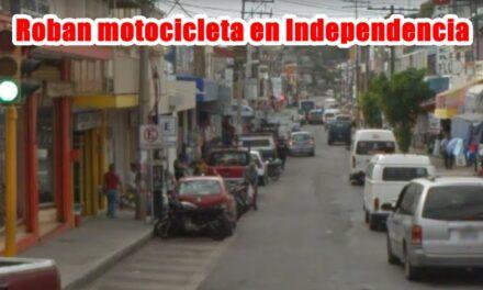 Roban motocicleta en Independencia