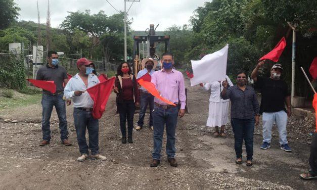 Avanzan obras en el municipio de Tilapa: Víctor Reyes