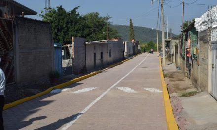 Inaugura ayuntamiento de Izúcar dos calles en Calantla
