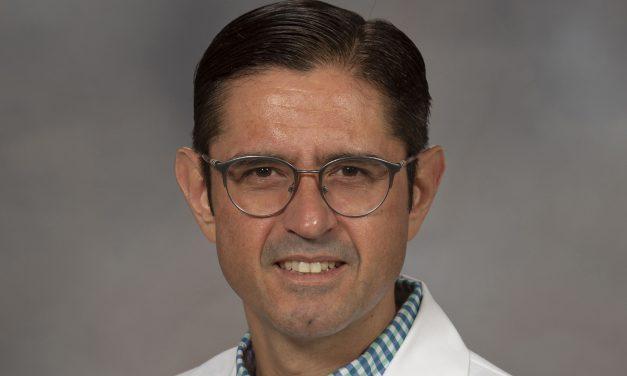 Científico de la BUAP estudia la bacteria que causa la neumonía