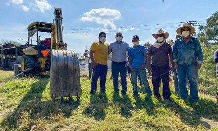 Dan mantenimiento a tanque de agua potable en Tepeojuma