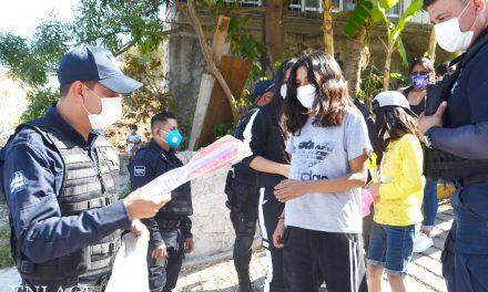 Policías héroes: reparten juguetes a nombre de los Reyes Magos en Izúcar