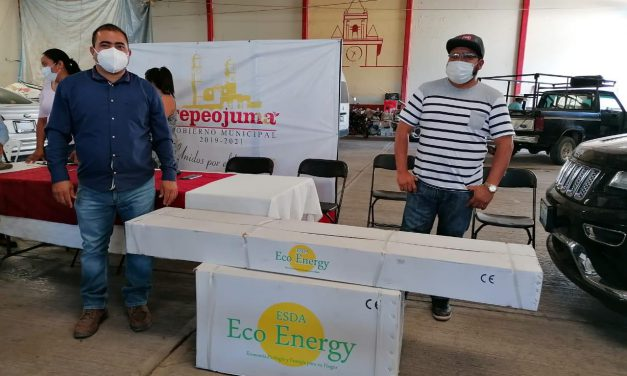 Entregan calentadores solares en Tepeojuma