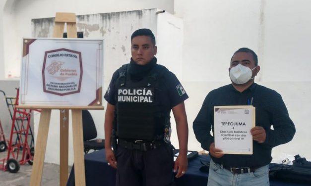 Policías de Tepeojuma reciben chalecos antibalas
