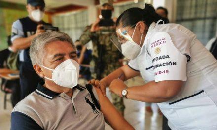 México inició la vacunación anti-covid para profesores