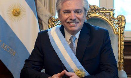 Presidente de Argentina se vacunó contra el Covid y aún así se contagio