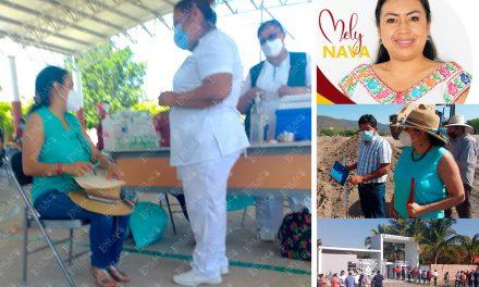 Sin ser maestra activa, alcaldesa de Acatlán se vacuna contra Covid