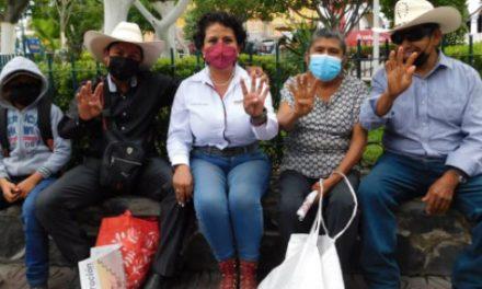 Azucena Rosas busca el bien de cortadores de caña