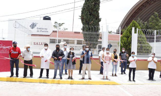Entregan construcción de barda perimetral del Centro de Salud de Matzaco