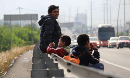 En condiciones precarias tienen a niños migrantes en el AICM