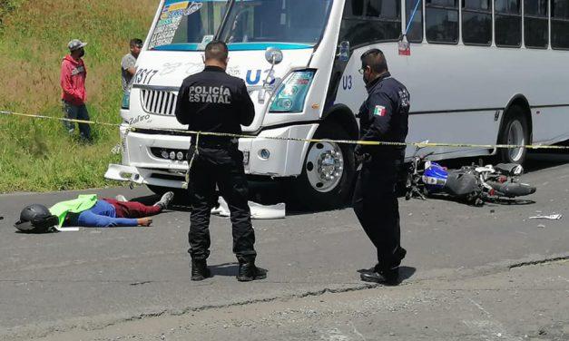 Camión de ruta atropella y mata a motociclista en Atlixco