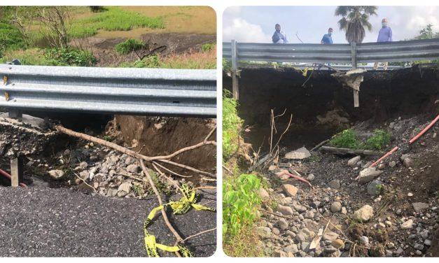Carretera de Atlixco en riesgo por socavón