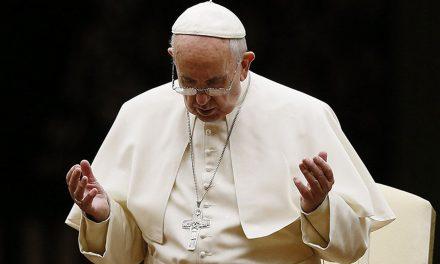 Papa Francisco pide frenar la violencia en Michoacán