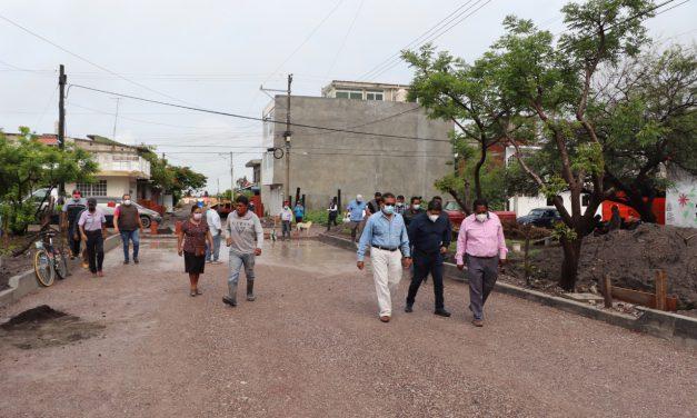 Supervisan adoquinamiento de la calle Higos en Rancho Juanitos