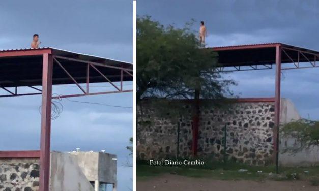 En Tepeojuma hombre desnudo e intoxicado trató de suicidarse