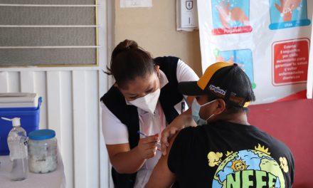Inicia con éxito nueva aplicación de vacunas contra COVID 19 en Izúcar