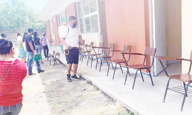 Ayuntamiento de Huehuetlán sanitizó escuelas
