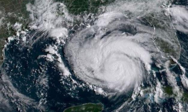"""Larry"" se intensifica a huracán categoría 2"