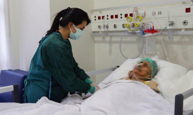 Mujer de 116 años vence al Covid en Turquía