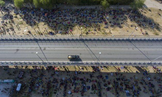Texas pide declaratoria de emergencia ante crisis migratoria