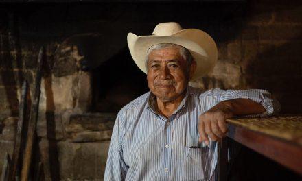Mayoría de abuelitos mixtecos están sin Servicios de Salud