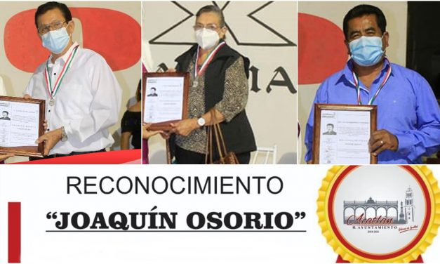 """Entregan reconocimiento """"Joaquín Osorio"""" a personalidades de Acatlán"""