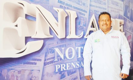 Valentín Guerrero alza la mano para dirigir la CNPR