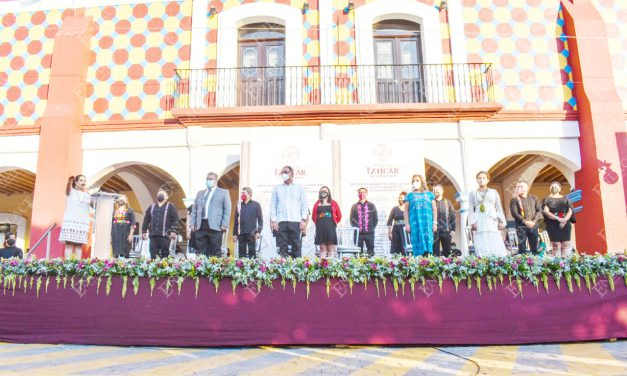 Irene Olea rindió protesta como la primera presidenta de Izúcar
