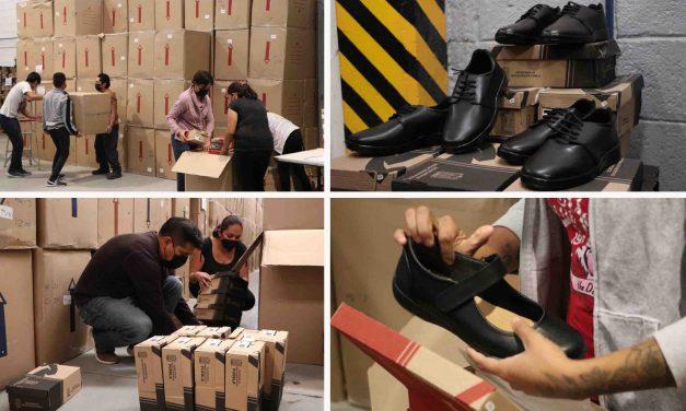 Continúa SEP con entrega de zapatos a estudiantes de nivel primaria